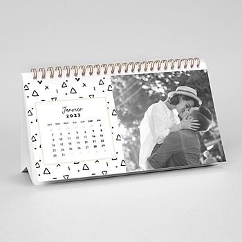 Création calendrier de bureau triangles noir et blancs