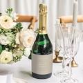 Etiquette Bouteille Mariage Bouquet Fleurs Rouges, Fond beige gratuit