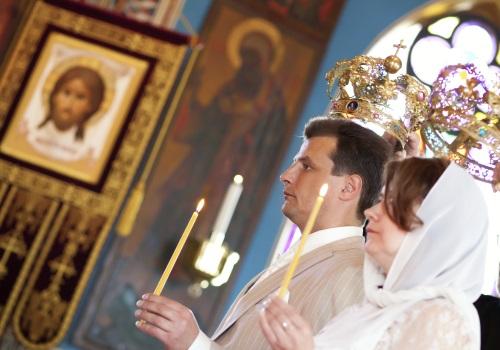 La cérémonie de mariage orthodoxe traditionnelle