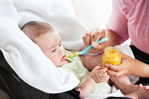 Diversification de l'alimentation de bébé avec introduction de la viande