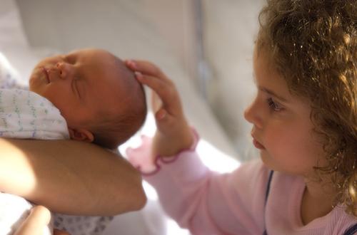 presentation bébé à l'aîné