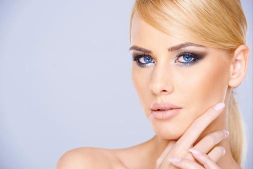 Une Mariée Quelle Pour Et Coiffure Pulpeuse Maquillage qzUMpVS