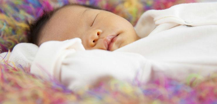 Petit bébé qui dort