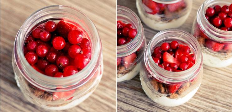 ajouter les fruits rouges dans le bocal