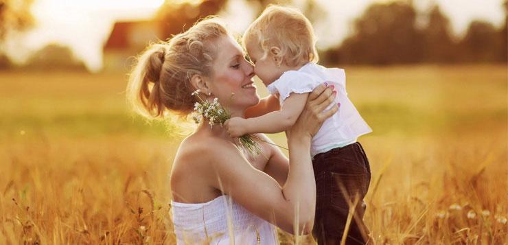 maman-enfant-champs